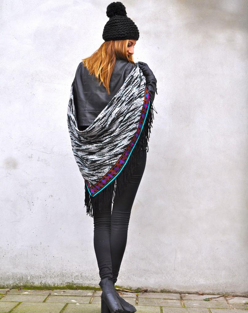 Boho-omslagdoek-met-stoere-outfit