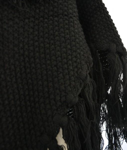 Grote-Gebreide-Omslagdoek-Zwart-kopen-bij-Sjaalskopen.nl-grof-gebreid-trendy-frinches-gemeleerd-wollen-omslagdoek-detailfoto-fringes