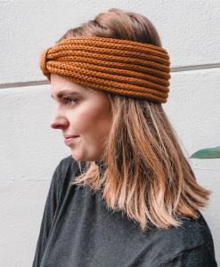 Gebreide-Hoofdband-stijlvolle-accessoire-kopen-bij-Sjaalskopen-hoofdband-warm