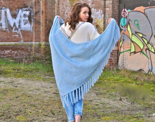 gemeleerde-omslagdoek-blauw-gemeleerd-grote-gebreide-omslagdoek-kopen-bij-Sjaalskopen.nl_