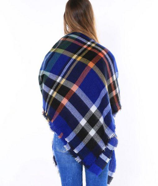 Geruite-Omslagdoek-Blauw-kopen-bij-Sjaalskopen.nl-wollen-omslagdoek-checkered-ruitjes-sjaals-achterzijde