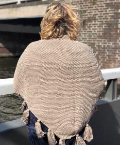 Sjaalskopen.nl-gebreide-omslagdoek-beige-kopen-grote-gebreide-beige-sjaal