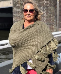 Sjaalskopen.nl-gebreide-omslagdoek-groen-kopen-grote-gebreide-groene-sjaal