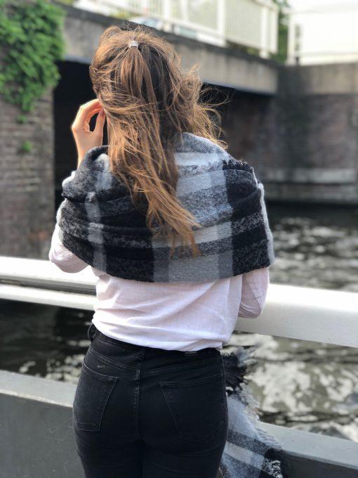 Sjaalskopen.nl-geruite-omslagdoek-zwart-wit-kopen-grote-geruite-zwart-witte-sjaal