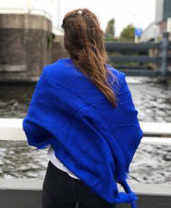 Sjaalskopen.nl-omslagdoek-blauw-kopen-grote-blauwe-sjaal