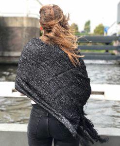 Sjaalskopen.nl-omslagdoek-glitter-zwart-kopen-grote-zwarte-glitter-sjaal