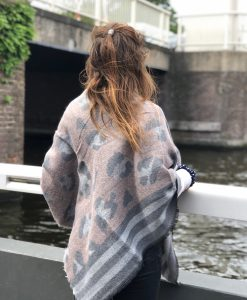 Sjaalskopen.nl-omslagdoek-panter-print-roze-kopen-grote-panter-sjaal
