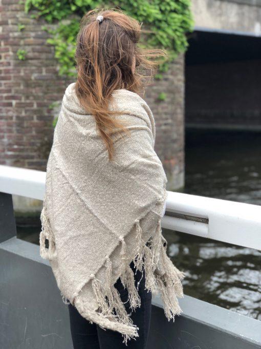 Sjaalskopen.nl-omslagdoek-zandkleur-kopen-grote-zandkleurige-sjaal- glitter