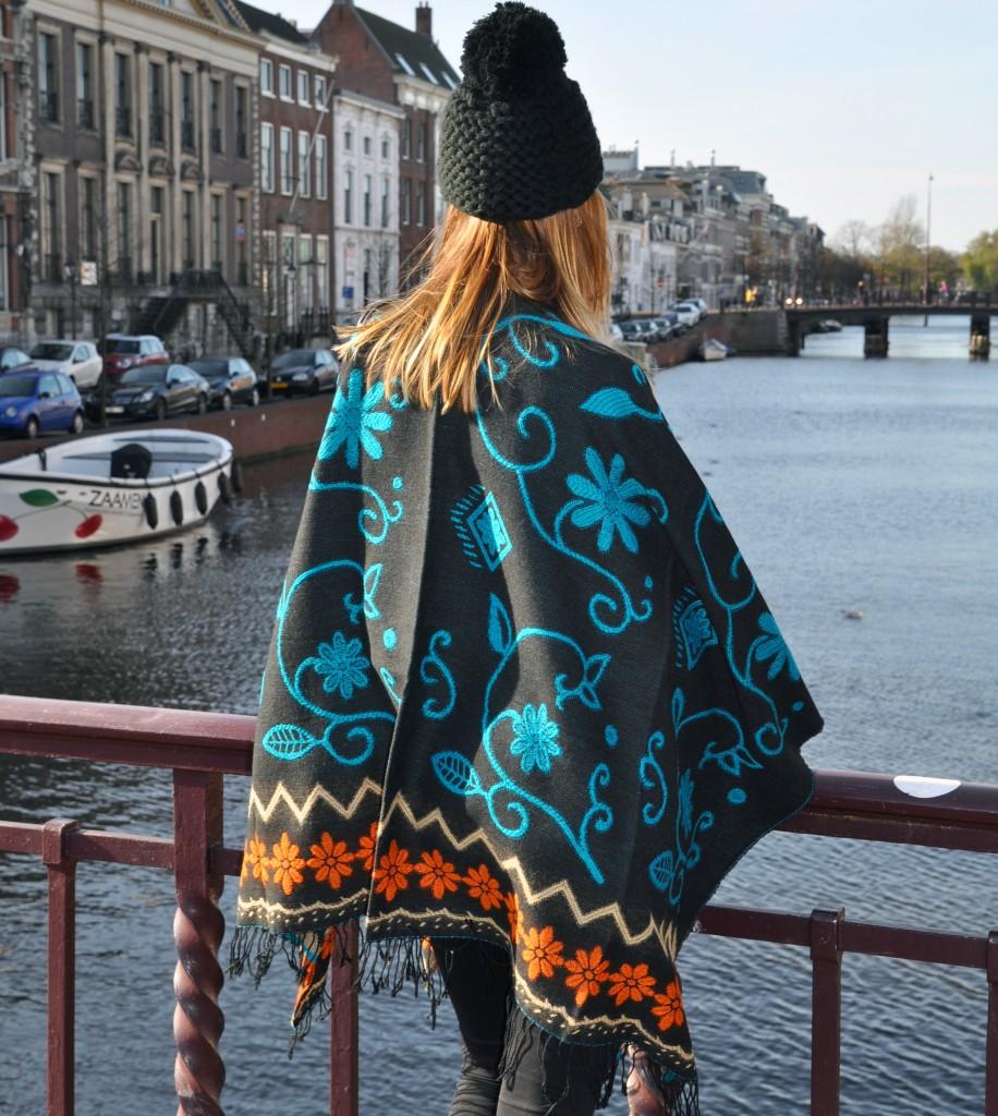 Stola-is-een-grote-doek-die-je-om-kan-slaan-sjaalskopen.nl