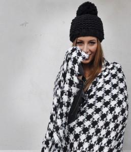 decembermaand-slider-geblokte-sjaal-zwart-wit-sjaalskopen.nl