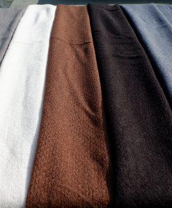 effen-Omslagdoek-roze-bruin-grijs-zwart-blauw-kopen-bij-Sjaalskopen.nl-omslagdoek-acryl-naast-elkaar