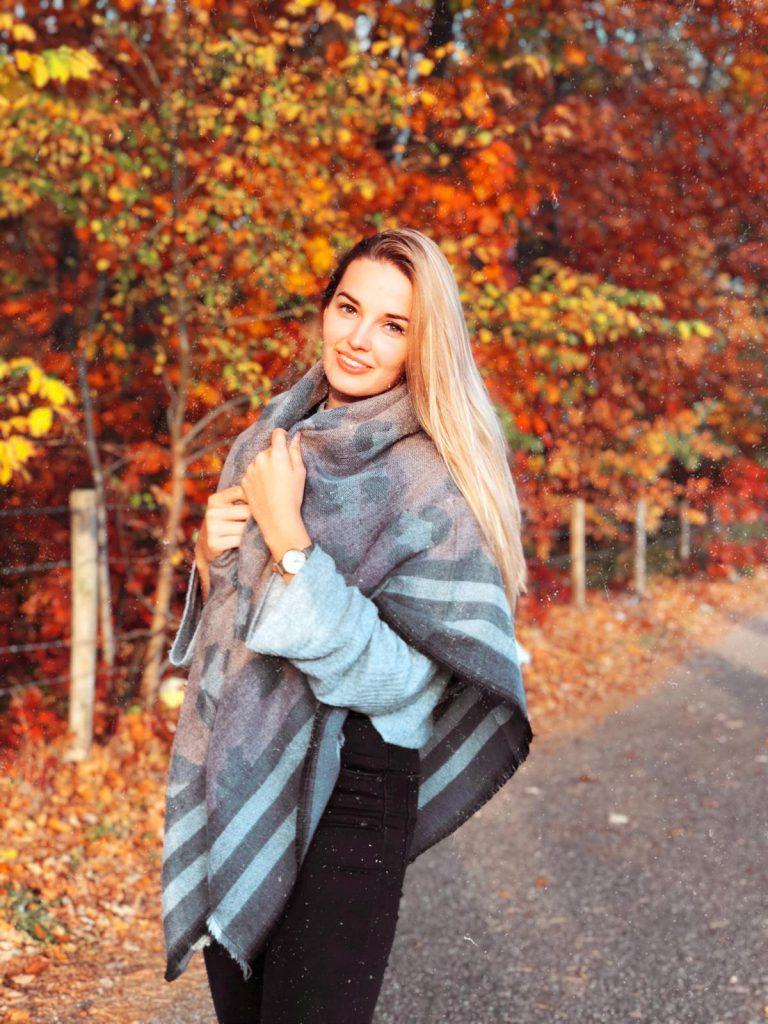sanne-herfst-foto-sjaalskopen-mooie-sjaal-shoppen-op-sjaalskopen
