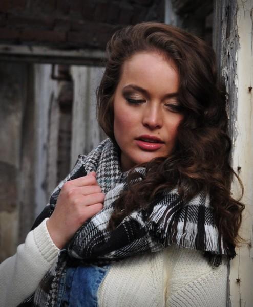 Tartan-sjaal-geruit-zwart-dubbel-geweven-zachte-stof-verkrijgbaar-bij-Sjaalskopen.nl-sfeer